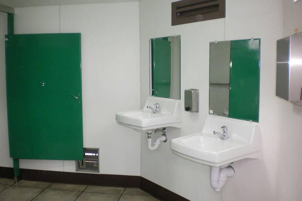 Multi-stall-sinks